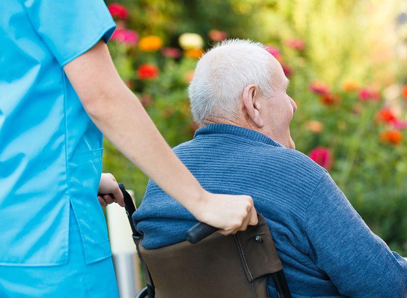 מטפל סיעודי מוסמך לטיפול בקשישים